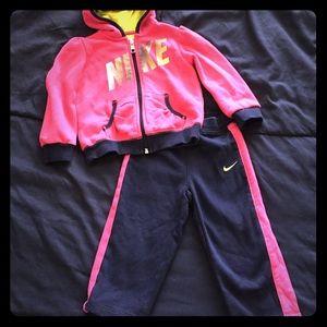 🌺Girls Nike sweatsuit size 24m🌺